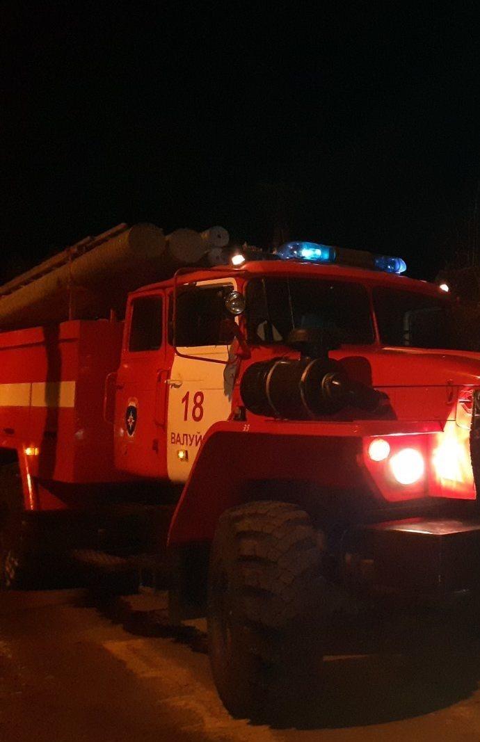 Спасатели МЧС России приняли участие в ликвидации ДТП в городе Валуйки Белгородской области