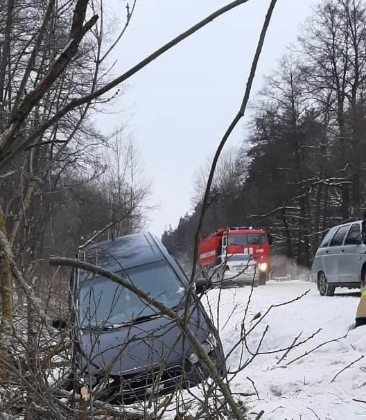Спасатели МЧС России приняли участие в ликвидации ДТП в селе Беленькое Борисовского района