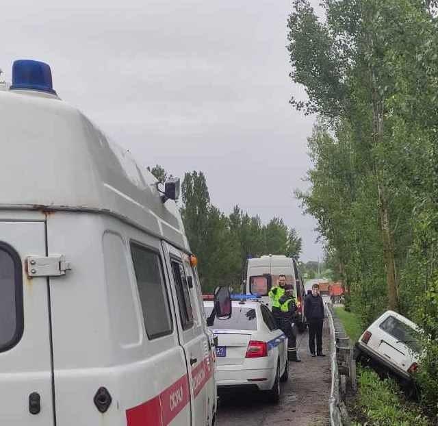 Спасатели МЧС России приняли участие в ликвидации ДТП в микрорайоне Титовка Шебекинского городского округа