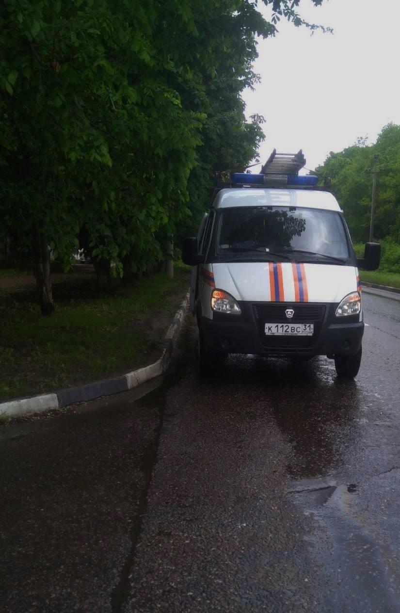 Спасатели МЧС России приняли участие в ликвидации ДТП в городе Белгород по улице Белгородского полка