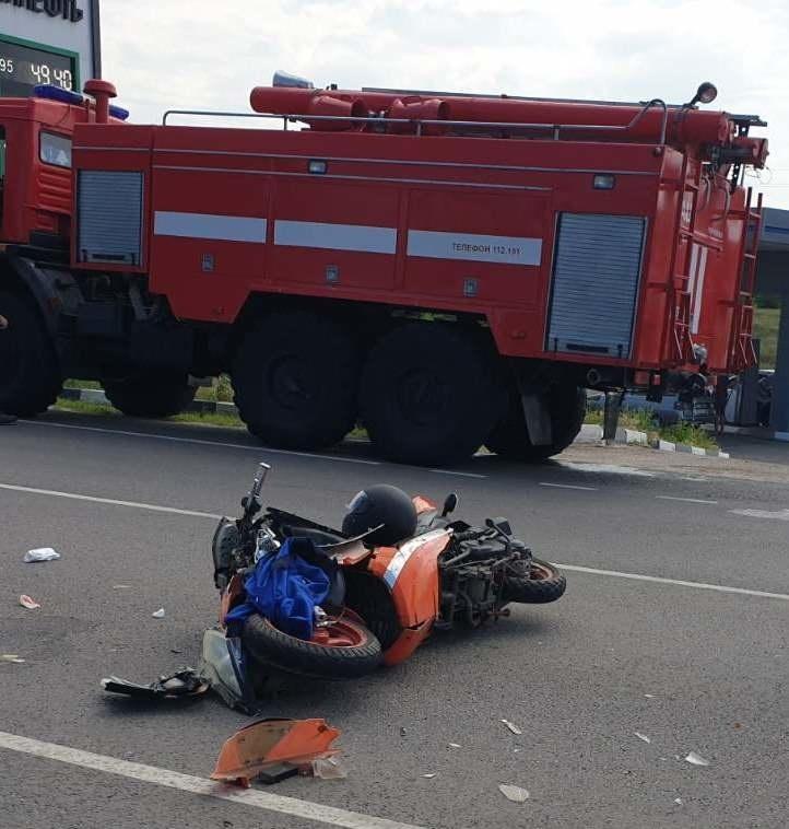Спасатели МЧС России приняли участие в ликвидации ДТП в поселке Чернянка