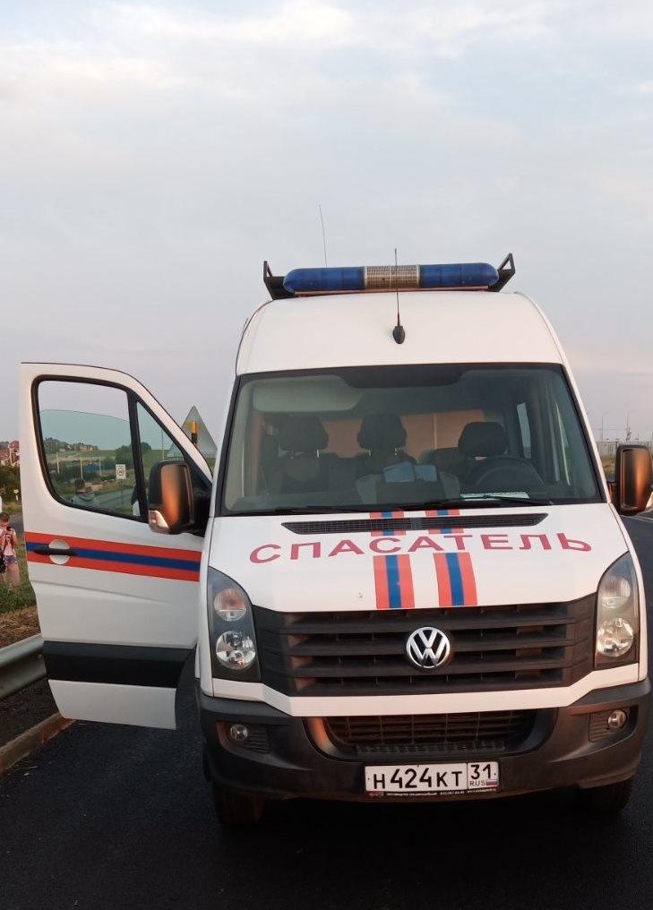 Спасатели МЧС России приняли участие в ликвидации ДТП на объездной автодороге в районе улицы Василия Трутовского