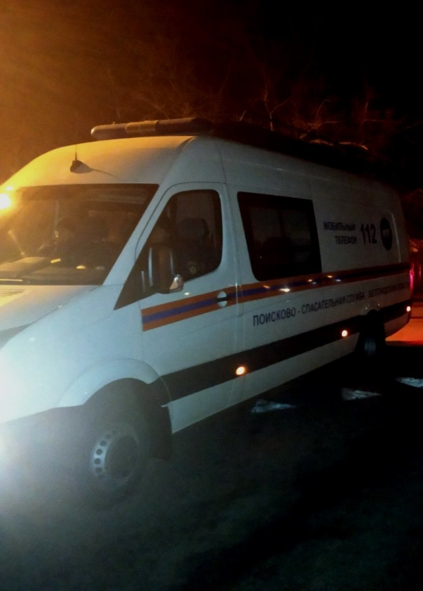 Спасатели МЧС России приняли участие в ликвидации ДТП в поселке Северный Белгородского района