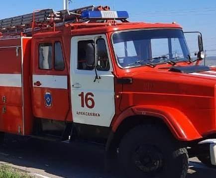 Спасатели МЧС России приняли участие в ликвидации ДТП в городе Алексеевка по улице Курганная
