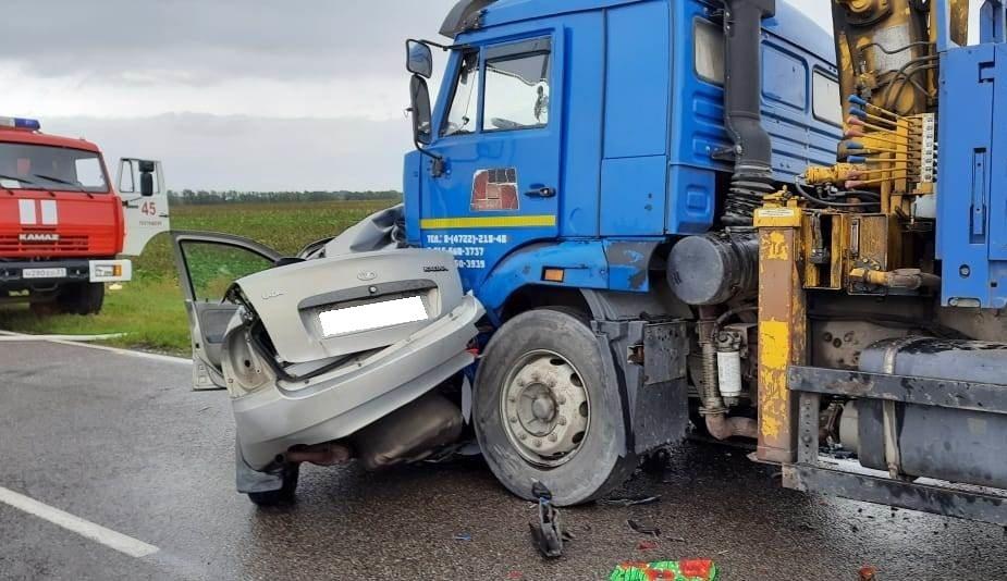 Спасатели МЧС России приняли участие в ликвидации ДТП на автодороге «Короча – Новый Ольшанец» Яковлевского ГО